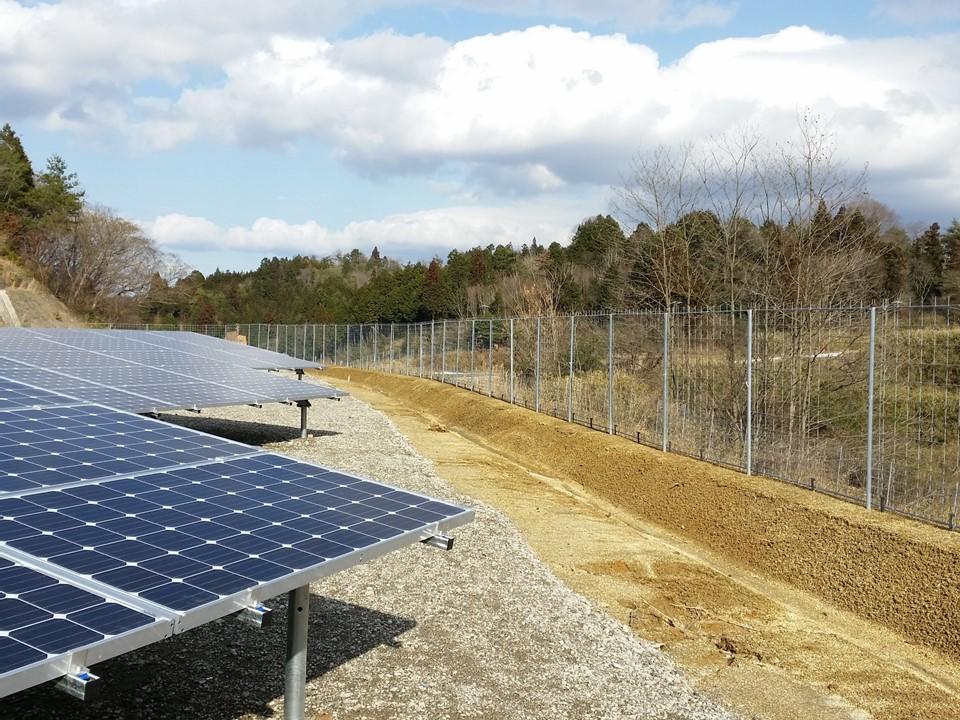 設置場所:太陽光発電所に設置①