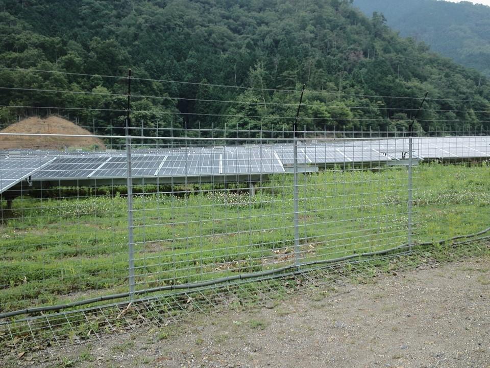 設置場所:太陽光発電所に設置④