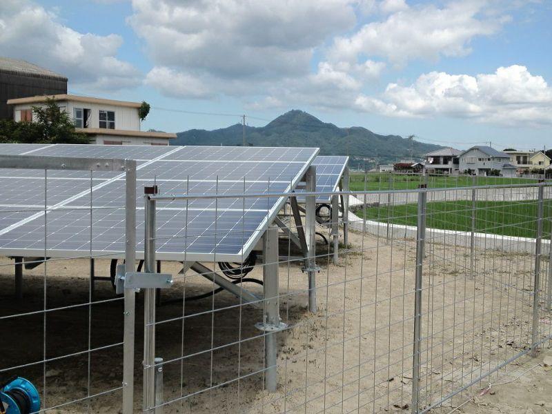 らくらくメッキフェンス 太陽光発電所に設置1